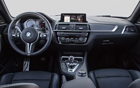 BMW M2 Competition bryder muren ned med 410 hk