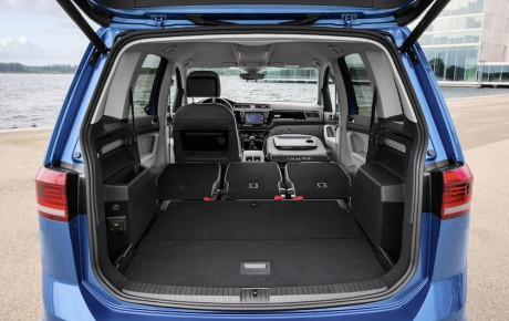 Ny VW Touran fra 299.996 kr. - hos forhandlerne fra oktober