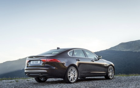 Ny Jaguar XF klar i oktober fra 656.900 kr.
