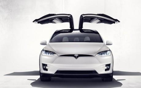 Tesla Model X - familiebil med