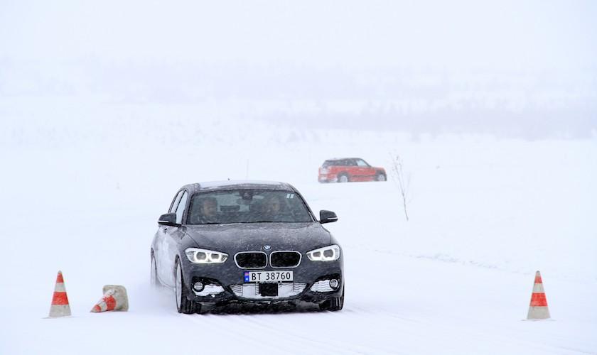 Alvor og leg med BMW på glatis