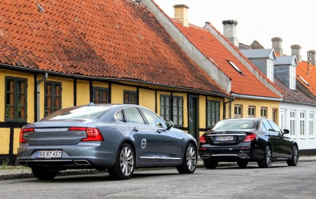 Første duel på dansk jord - kan den nye S90 overgå E-Klassen?