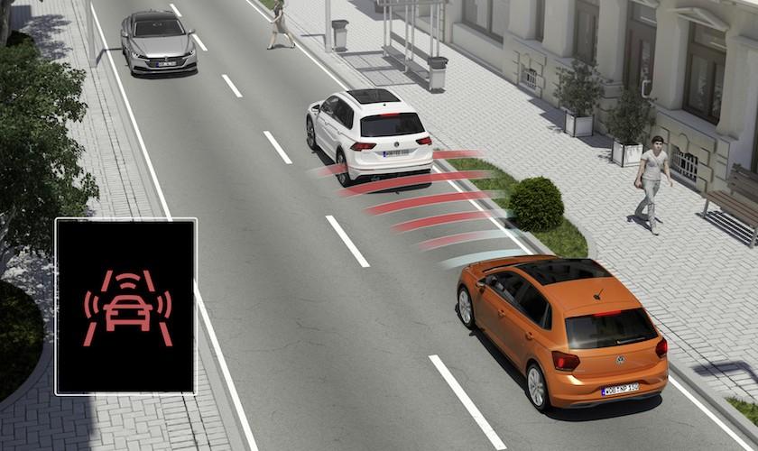 Mere sikkerhed i bilerne som standard fra 2021