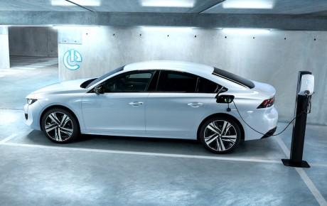 Nu passer priserne - Peugeot 508 plug-in-hybrid fra 299.990 kr.