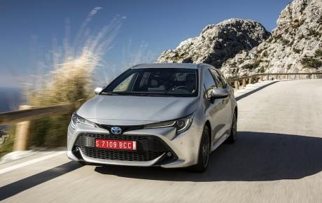 Snart kan du købe Suzuki-udgaver af Toyota RAV4 og Corolla stationcar