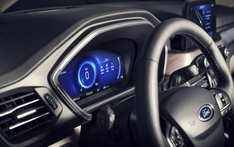 Ford Kuga plug-in-hybrid med 225 hk til 270.000 kr.