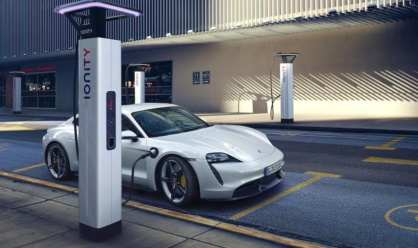 Den elektriske Taycan har op til 761 hk