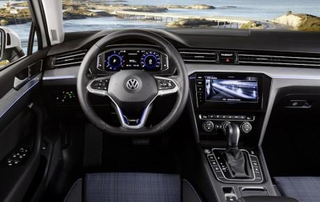 Passat GTE kører 55 km på en opladning, koster 412.495 kr.