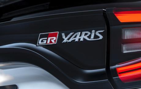 Hold på hat og briller - ny Yaris med  261 hk og firehjulstræk