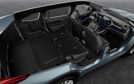 Den store hybrid-SUV Highlander fra Toyota på vej til Danmark